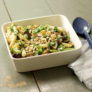 Pasta rápida con vegetales y pesto