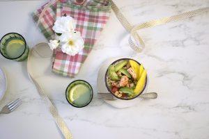 Ensalada de mango y camarones