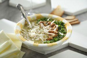 Sopa de choclo y curry