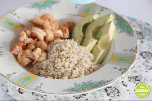 Camarones con arroz integral y palta