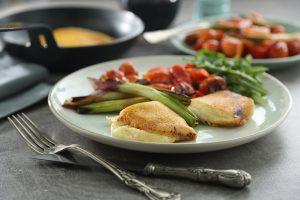 Provoleta con morrones, tomates y cebollas asadas